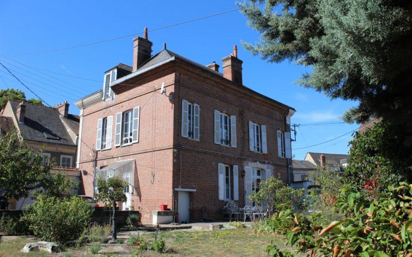 MAISON BOURGEOISE XIX CENTRE VILLE DE MAINTENON